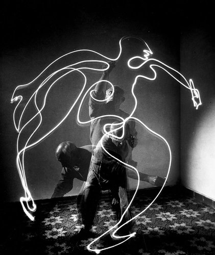 1671475-inline-picasso-light-painting-266