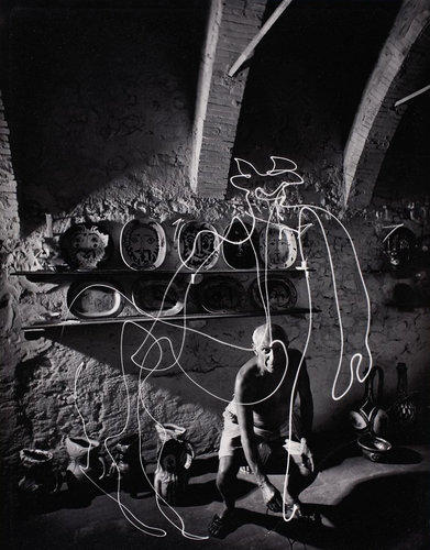 1671475-slide-picasso-light-painting-262