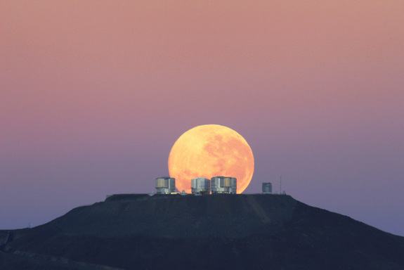 chile-full-moon-100609-02