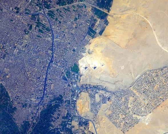 las-piramides-de-giza-egipto-desde-el-espacio-4040