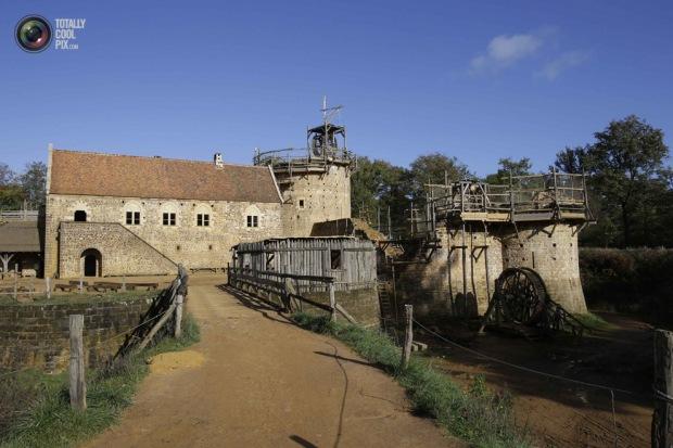 medieval_castle_france_001