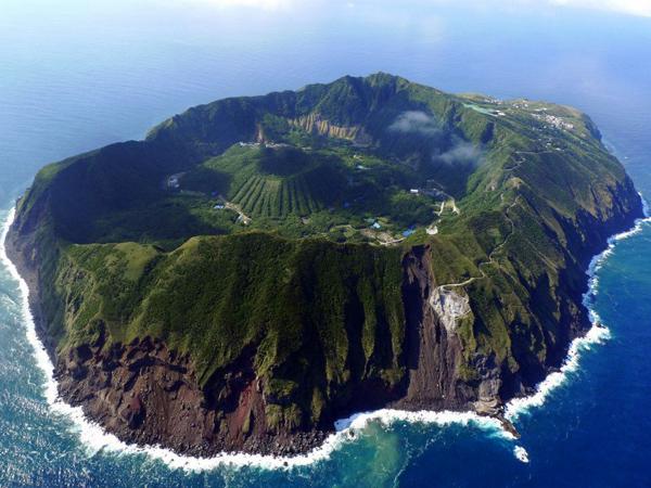 volcanic-island-aogashima-japan-enpundit-23