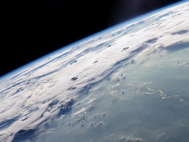 tierra-desde-el-espacio-wallpapers_21964_1600x1200