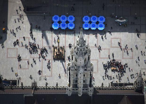 Luftaufnahme vom Marienplatz in München. Vor dem Rathaus.